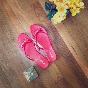 🌸🌸red and gold  bow tie cute sandals 🔥🔥 size 8